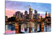Skyline van Frankfurt am Main in Duitsland tijdens avondschemering Aluminium 180x120 cm - Foto print op Aluminium (metaal wanddecoratie) XXL / Groot formaat!