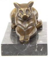 Bronzen beeld van een liggende kat