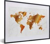 Foto in lijst - Een wereldkaart met een gouden overloop fotolijst zwart met witte passe-partout klein 40x30 cm - Poster in lijst (Wanddecoratie woonkamer / slaapkamer)