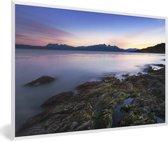 Foto in lijst - Fantastische zonsondergang bij het water van Nationaal park Tierra del Fuego fotolijst wit 60x40 cm - Poster in lijst (Wanddecoratie woonkamer / slaapkamer)