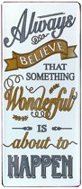 Tekstbord: Always belive that something wonderfull is about to happen.