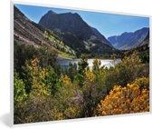 Foto in lijst - Meertje in het berglandschap van het Nationaal park Sierra Nevada in de VS fotolijst wit 60x40 cm - Poster in lijst (Wanddecoratie woonkamer / slaapkamer)