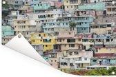 Geweldig gekleurde huizen in de favela van Haïti Tuinposter 180x120 cm - Tuindoek / Buitencanvas / Schilderijen voor buiten (tuin decoratie) XXL / Groot formaat!