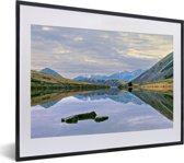 Foto in lijst - Vergezicht over het Nationaal park Arthur's Pass op South-Island fotolijst zwart met witte passe-partout klein 40x30 cm - Poster in lijst (Wanddecoratie woonkamer / slaapkamer)