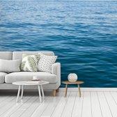 Fotobehang vinyl - Een kalme knalblauwe zee breedte 360 cm x hoogte 270 cm - Foto print op behang (in 7 formaten beschikbaar)