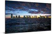 Een wolkenformatie vormt zich boven de Amerikaanse stad Jersey City Aluminium 90x60 cm - Foto print op Aluminium (metaal wanddecoratie)