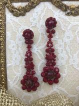 """""""sweet7"""" zilverkleurige oorstekers met hanger van rode facet geslepen glaskralen"""