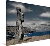 Een Moai standbeeld met uitzicht in Chili Canvas 180x120 cm - Foto print op Canvas schilderij (Wanddecoratie woonkamer / slaapkamer) XXL / Groot formaat!