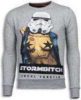 Local Fanatic Stormbitch - Rhinestone Sweater - Licht Grijs - Maten: XXL