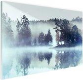 FotoCadeau.nl - Bos omringd door mist Glas 120x80 cm - Foto print op Glas (Plexiglas wanddecoratie)