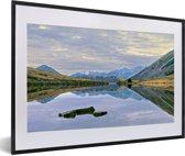 Foto in lijst - Vergezicht over het Nationaal park Arthur's Pass op South-Island fotolijst zwart met witte passe-partout 60x40 cm - Poster in lijst (Wanddecoratie woonkamer / slaapkamer)