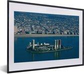 Foto in lijst - Olieplatformen bij Longbeach in de Amerikaanse staat Californië fotolijst zwart met witte passe-partout klein 40x30 cm - Poster in lijst (Wanddecoratie woonkamer / slaapkamer)
