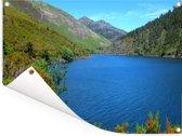Knalblauw meer in het nationaal park Peneda-Gerês in Portugal Tuinposter 40x30 cm - klein - Tuindoek / Buitencanvas / Schilderijen voor buiten (tuin decoratie)