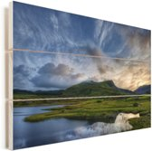 Schitterende wolken boven Snowdonia in Wales Vurenhout met planken 120x80 cm - Foto print op Hout (Wanddecoratie)