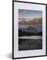 Foto in lijst - Uitzicht op de Julische Alpen in het Nationaal park Triglav in Slovenië fotolijst zwart met witte passe-partout 40x60 cm - Poster in lijst (Wanddecoratie woonkamer / slaapkamer)