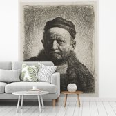 Fotobehang vinyl - De man met kalotje - Schilderij van Rembrandt van Rijn breedte 300 cm x hoogte 360 cm - Foto print op behang (in 7 formaten beschikbaar)