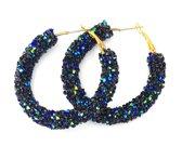 Zwart-blauwe oorringen met glinsterende steentjes