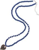 Lange ketting met blauwe houten kralen.