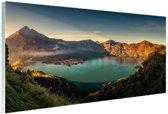 Panorama uitzicht op Vulkaan bij meer Glas 120x80 cm - Foto print op Glas (Plexiglas wanddecoratie)