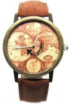 Horloge met wereldkaart en vliegtuig bruin vintage