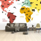 Wereldkaart voor kinderen Behang Dieren Beesten 265x350 cm vinylbehang | Wereldkaart Behang