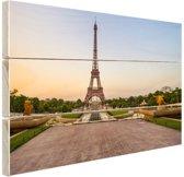 De eiffeltoren bij zonsopkomst Hout 80x60 cm - Foto print op Hout (Wanddecoratie)