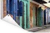 Een pittoresk straatje in Port-au-Prince Tuinposter 180x120 cm - Tuindoek / Buitencanvas / Schilderijen voor buiten (tuin decoratie) XXL / Groot formaat!