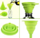 Mini opvouwbare siliconen trechter groen met ophangoogje