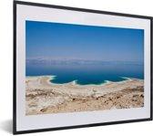 Foto in lijst - Luchtfoto van de Dode Zee in Azië fotolijst zwart met witte passe-partout klein 40x30 cm - Poster in lijst (Wanddecoratie woonkamer / slaapkamer)