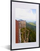 Foto in lijst - Uitzicht over het Citadelle Laferrière en het mooie groene gebergte fotolijst zwart met witte passe-partout 40x60 cm - Poster in lijst (Wanddecoratie woonkamer / slaapkamer)