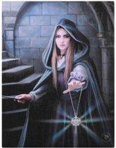 In to the Light Anne Stokes, Het Stripfiguur canvas wanddecoratie fanatsy figuur vrouw in een gewelf met toverstaf en pentagram aan een ketting