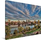 Wolken boven het Amerikaanse Sacramento Canvas 80x60 cm - Foto print op Canvas schilderij (Wanddecoratie woonkamer / slaapkamer)
