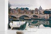 Fotobehang vinyl - De Sint-Pietersbasiliek met de Engelenbrug in Italië breedte 540 cm x hoogte 360 cm - Foto print op behang (in 7 formaten beschikbaar)