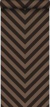 HD vliesbehang zigzag bruin - 135422 van ESTAhome.nl