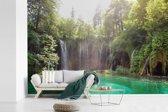 Fotobehang vinyl - Helder groen water bij het Nationaal park Plitvicemeren in Kroatië breedte 450 cm x hoogte 300 cm - Foto print op behang (in 7 formaten beschikbaar)