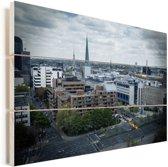 Stadsgezicht van Dortmund met donkere wolken Vurenhout met planken 120x80 cm - Foto print op Hout (Wanddecoratie)
