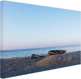FotoCadeau.nl - Boot op het strand Canvas 80x60 cm - Foto print op Canvas schilderij (Wanddecoratie)