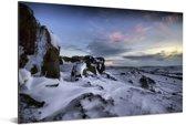 Besneeuwde rotsen in het Nationaal park Peak District in Engeland Aluminium 90x60 cm - Foto print op Aluminium (metaal wanddecoratie)