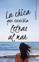 La chica que escribía letras al mar