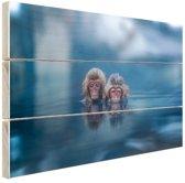 FotoCadeau.nl - Japanse sneeuwapen badend in blauw water Hout 120x80 cm - Foto print op Hout (Wanddecoratie)