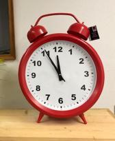 Grote retro vintage wekker klok 56 cm hoog rood staand of hangend.