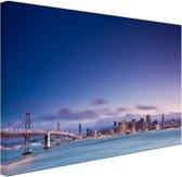 De skyline vanaf de Golden Gate Bridge Canvas 80x60 cm - Foto print op Canvas schilderij (Wanddecoratie woonkamer / slaapkamer) / Steden Canvas Schilderijen