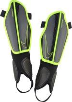 Nike Protegga Flex Guard - Scheenbeschermer - Unisex - Black/Black/Volt - Maat S