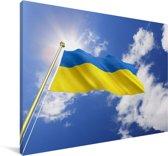 Vlag van Oekraïne op een zonnige middag Canvas 90x60 cm - Foto print op Canvas schilderij (Wanddecoratie woonkamer / slaapkamer)