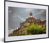 Foto in lijst - De kathedraal van Guadalajara tijdens een bewolkte dag in Mexico fotolijst zwart met witte passe-partout klein 40x30 cm - Poster in lijst (Wanddecoratie woonkamer / slaapkamer)