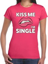 Kiss me I am single t-shirt roze dames - feest shirts dames M