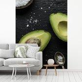 Fotobehang vinyl - Zout een avocado op een tafel breedte 270 cm x hoogte 360 cm - Foto print op behang (in 7 formaten beschikbaar)