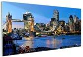 FotoCadeau.nl - Skyline en tower bridge in Londen Glas 30x20 cm - Foto print op Glas (Plexiglas wanddecoratie)