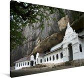 De Tempel van de Tand met groen bos in Sri Lanka Canvas 60x40 cm - Foto print op Canvas schilderij (Wanddecoratie woonkamer / slaapkamer)