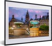 Foto in lijst - Paarse lucht boven stadhuis van Sheffield in Engeland fotolijst zwart met witte passe-partout klein 40x30 cm - Poster in lijst (Wanddecoratie woonkamer / slaapkamer)